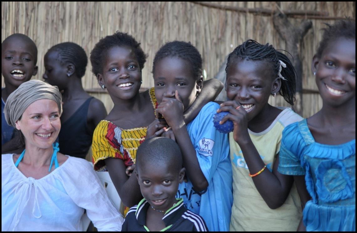 Beaucoup d'enfants à Nema , qui adorent se faire photographier