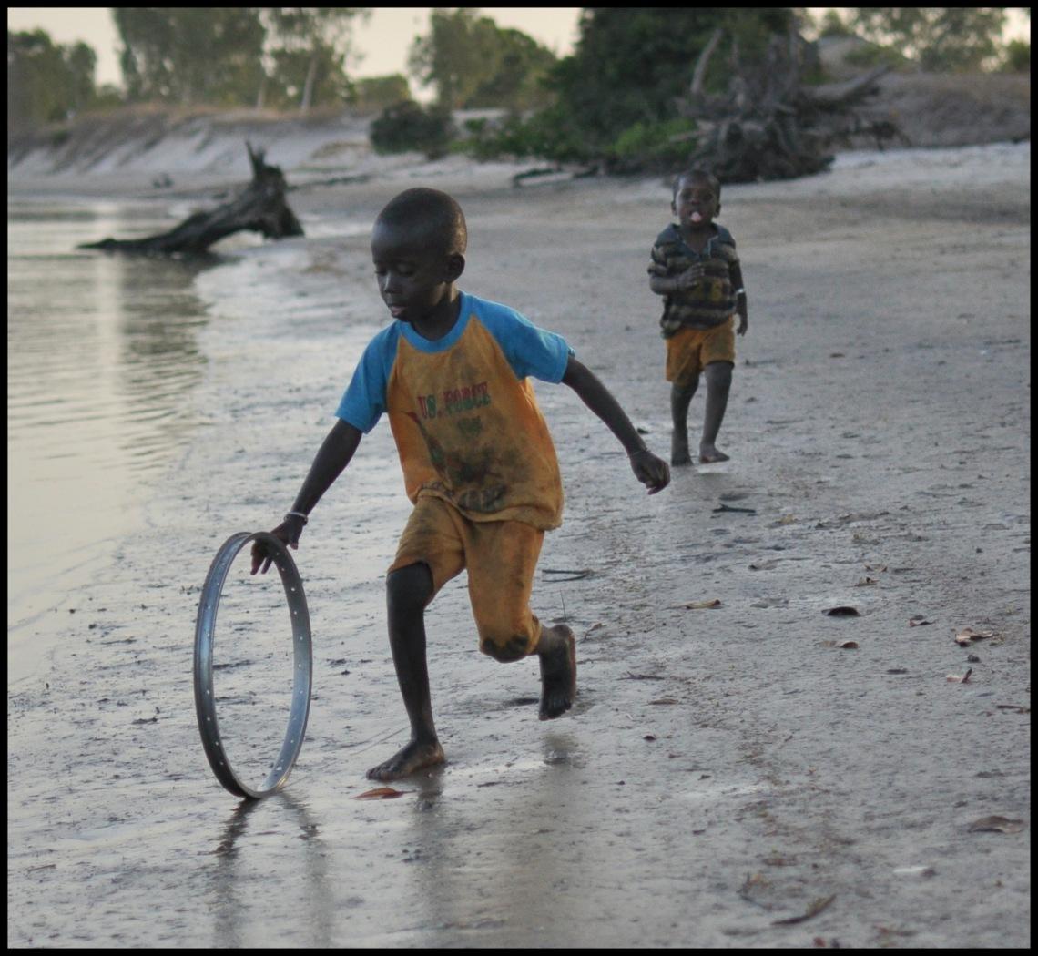 Les enfants de Sipo jouent